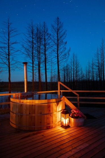 Your very own cedar soaker- style hot tub in Siwash Star Camp