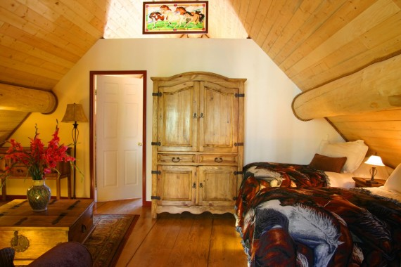 Horse lovers will enjoy this luxury loft accommodation.