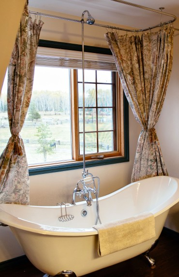 Clawfoot bath tub in the Ranch House Siwash Suite